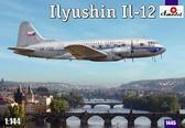 Модель пассажирского самолета Ил-12