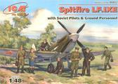 Истребитель Spitfire LF.IXE с советскими летчиками и наземным персоналом