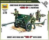 Советская противотанковая пушка ЗИС-3 с расчетом