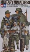 Немецкие солдаты на полевом инструктаже