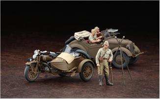 Мотоцикл с коляской и автомобиль cедан