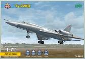 Советский бомбардировщик Туполев Ту-22 КД Шило с ракетой Х-22 М