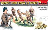 Советский танковый экипаж за работой