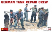 MA35011 German tank repair crew