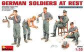 Немецкие солдаты на отдыхе