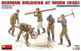Немецкие солдаты на работе