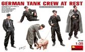 Немецкий танковый экипаж на отдыхе